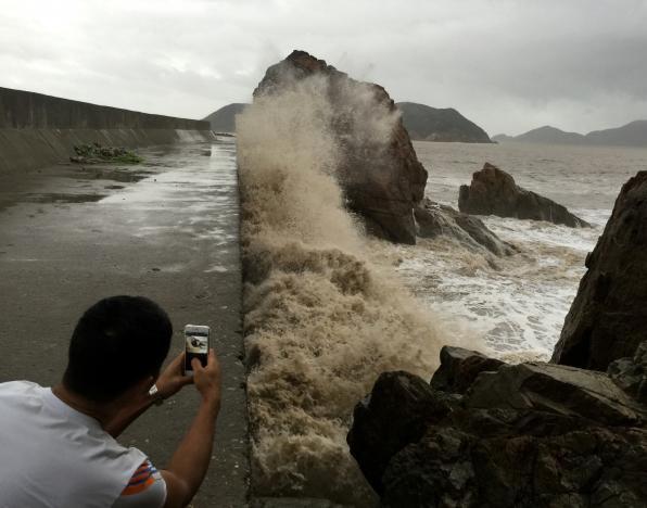 Photos: 11 dead as Typhoon Meranti hits China and Taiwan