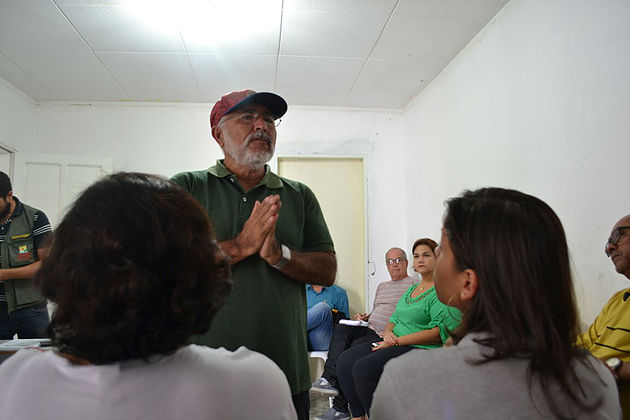 Prefeito Padre Eraldo reúne comerciantes e discute melhorias nas margens do rio São Francisco no Povoado Cruz