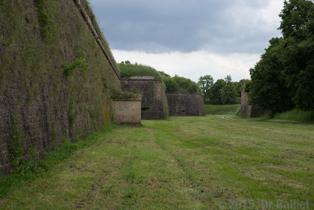 Place forte de Neuf-Brisach — Mur-bouclier (all. Schildmauer)