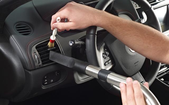 Tips Membersihkan Bagian Dalam Mobil