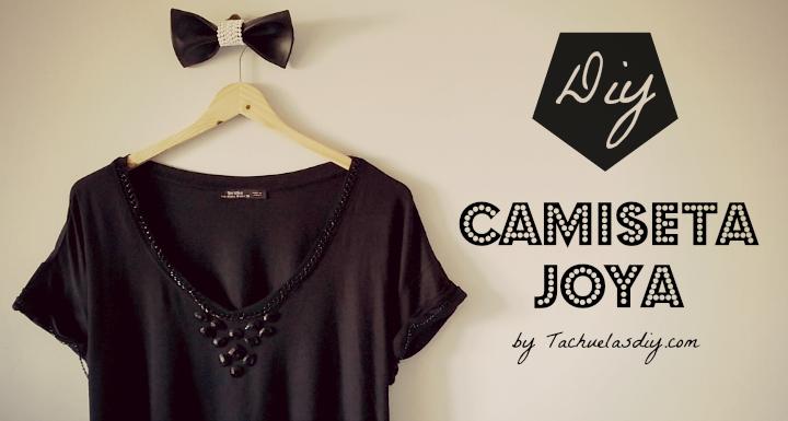 Customizar una camiseta básica y convertirla en camiseta joya con unas cadenas y abalorios en forma de collar ,fácil y barato.