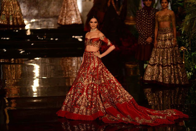 Bollywood Actress Saree Collections: Deepika Padukone in ...