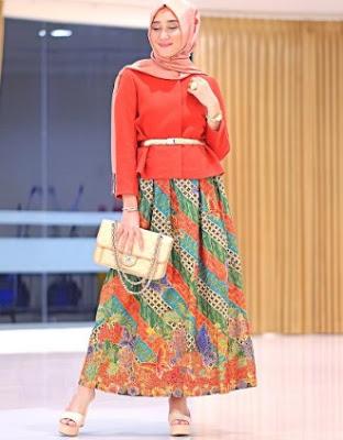 Gambar batik casual hijab dian pelangi bawahan rok batik panjang