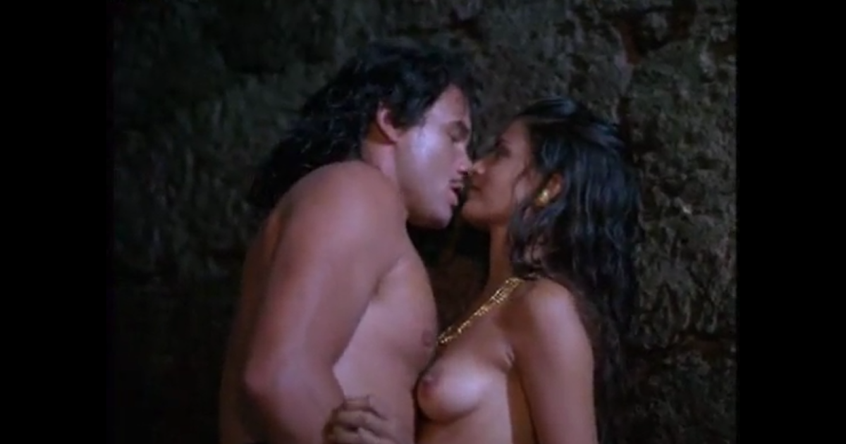 Nude pic of bollywood kisses — pic 12