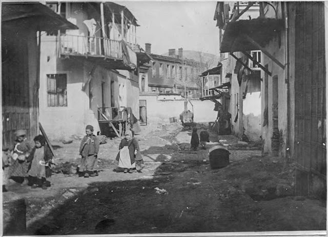 In the streets of Bitola (Monastir) (March 1917). In the street next to the disaster