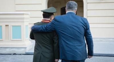 Порошенко уволил министра Полторака с военной службы
