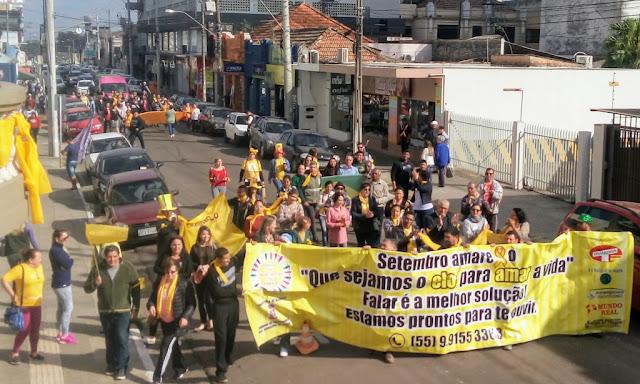 Uma caminhada desde a praça General Osório até a frente da Câmara de Vereadores foi o alerta ao setembro amarelo, mês que marca a luta contra os suicídios