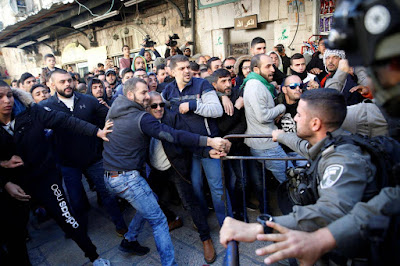 Israeli border police and Palestinians scuffle after Friday prayers in Jerusalem's Old City