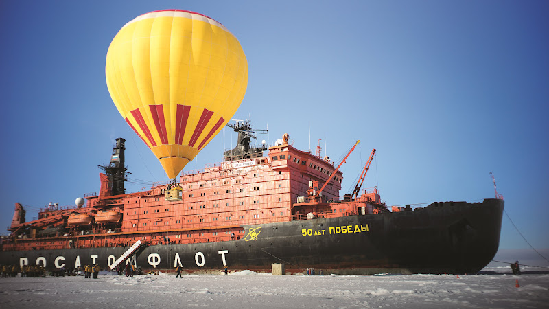 With Hot Air Balloon at North Pole HD
