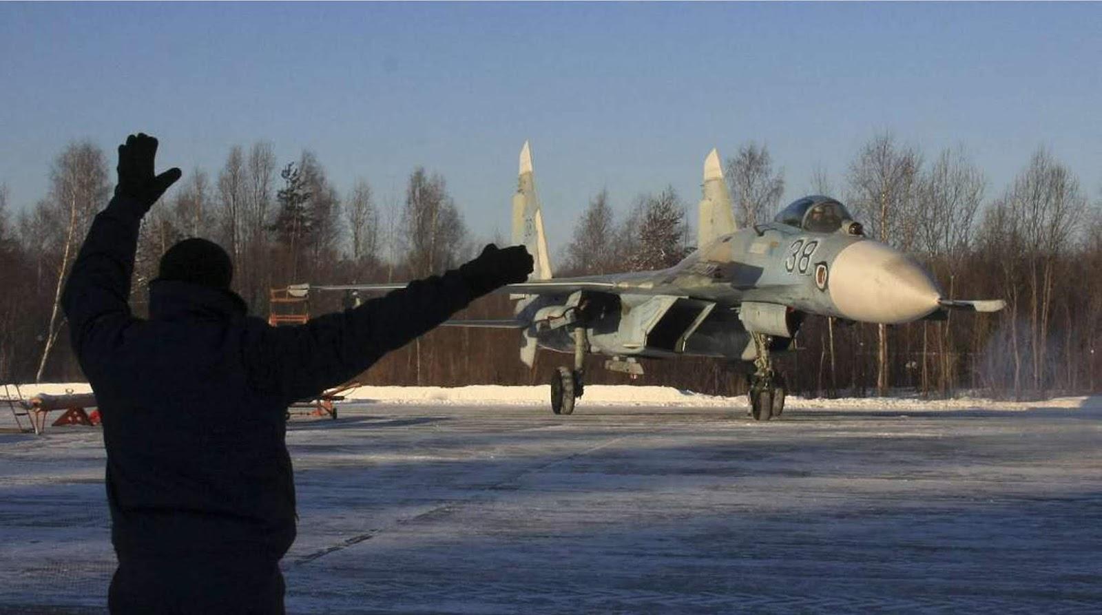 Pesawat tempur Su-27 memaksa pesawat pengintai AS untuk mundur dari perbatasan Rusia