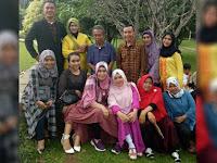 Keluarga Ayu Ting-Ting Foto Bersama, Netizen Malah Gagal Fokus Dengan Anggota Tubuh Syifa Yang Ini
