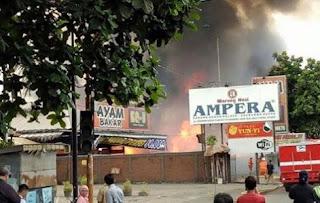 Kebakaran Landa Toko Rotan dan RM Ampera  Bandung