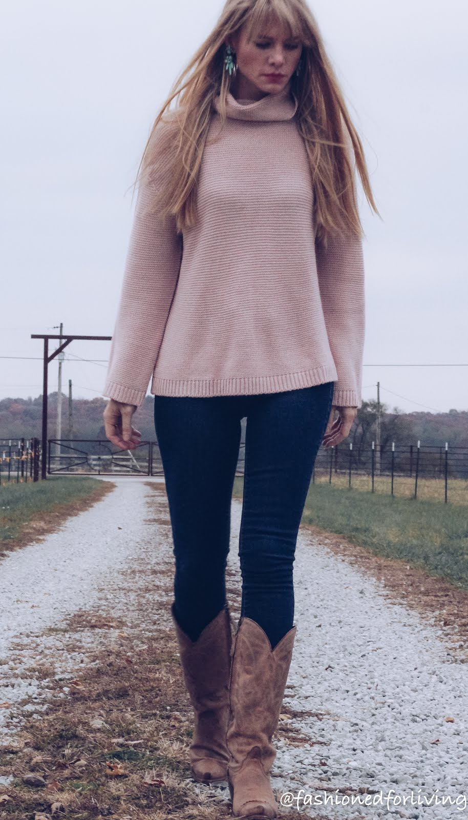blush sweater and skinny jeans with cowboy boots