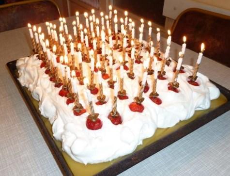 Laka i osvezavajuca Bela torta sa jabukama Light and refreshing white cake with apples
