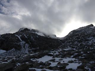Der Gipfel des Galenstocks ist noch in Wolken gehüllt