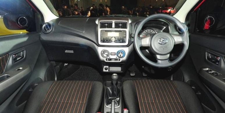 New Agya Trd Silver Grand Avanza E 2016 Interior Mobil Terbaru Dan Perbedaan Tipe G S Yang Ruang Kabin Terasa Serba Baru Berkat Perubahan Pada Bagian Dashboard Dengan Kombinasi Warna Hitam Adanya Head Unit 2din