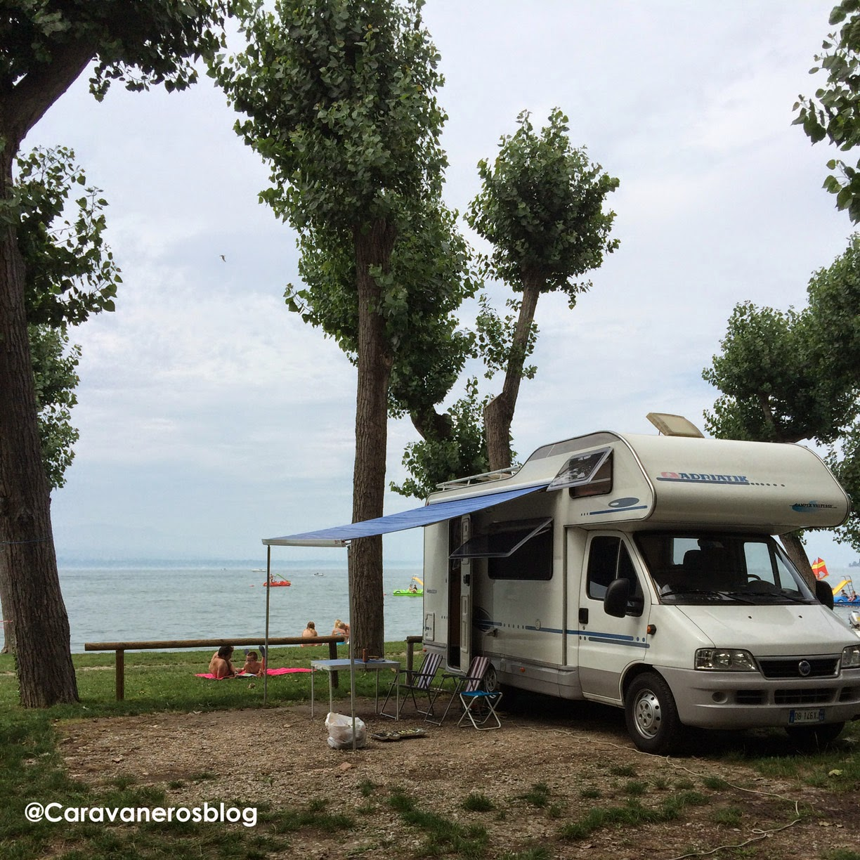 Foto de Autocaravana de alquiler en Italia. Camping San Francesco. Lago de Garda | caravaneros.com