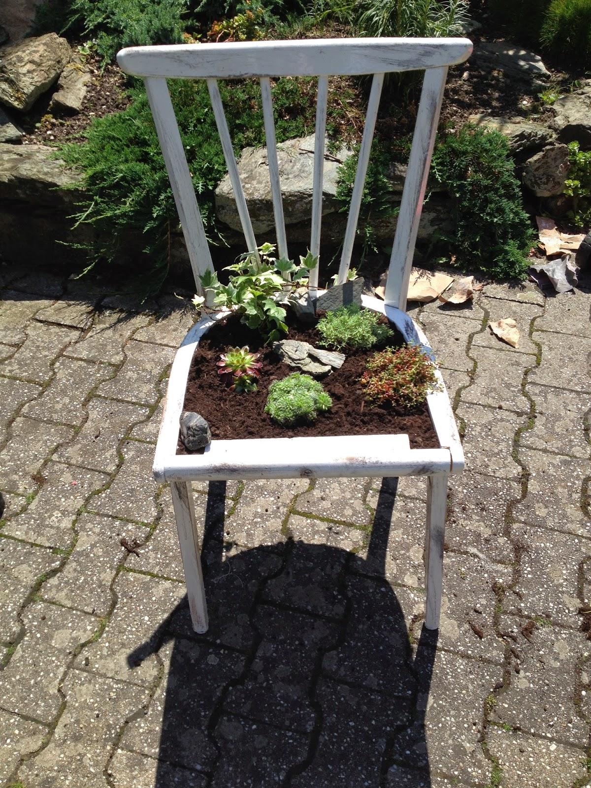 momente im garten gl ck freude und freiheit bepflanzter stuhl. Black Bedroom Furniture Sets. Home Design Ideas