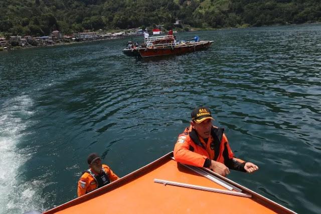 Korban KM Sinar Bangun Masih Utuh, Membeku dan Berserak di Sekitar Kapal