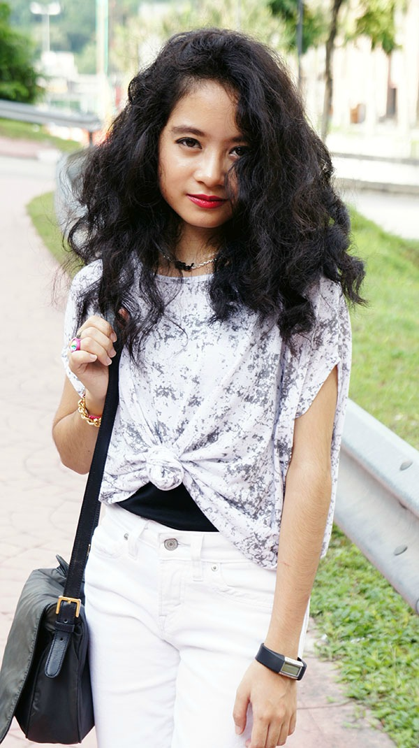 It's Cool, Splatter Print Batwing Top, Tied Top, White Skinny Jeans, Chunky White Platform Heels, Playful & Snazzy Jewels, Handmade Jewelry, Chunky Crystal Bracelet, Swarovski, Curls, Curly Short Hair, White outfit