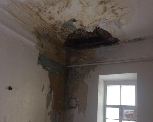 В Уфа в доме № 55/1 по улице Карла Маркса обрушился потолок (видео)