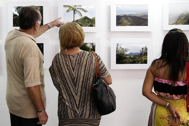 René González Sehwerert, Héroe de la República de Cuba, y su esposa, Olga Salanueva Arango, participaron en la inauguración de la exposición.
