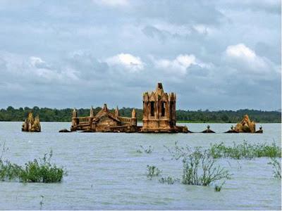 Iglesias  sumergida en un lago