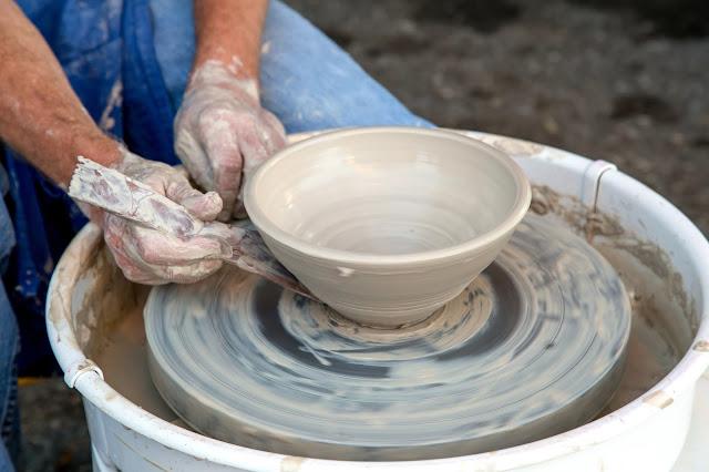 Keramik merupakan contoh seni kriya