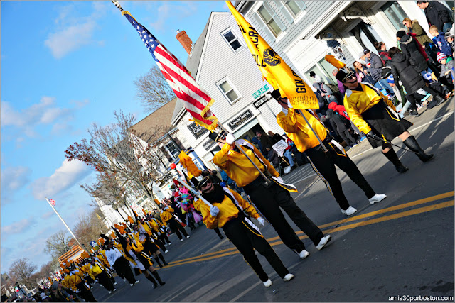 Majorettes en el Desfile de Acción de Gracias de Plymouth