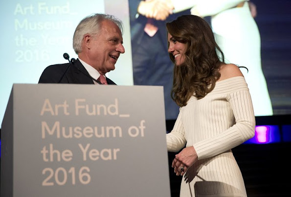 Kate Middleton presents the Art Fund Museum award 2016. Kate Middleton wore Barbara Casasola off-the shoulder knit dress