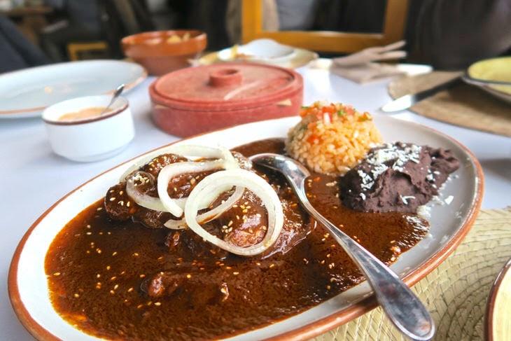 メキシコ料理チキンとモレソース