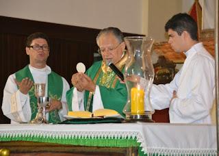 Dom Genival celebra primeira missa na Catedral Nossa Senhora das Neves