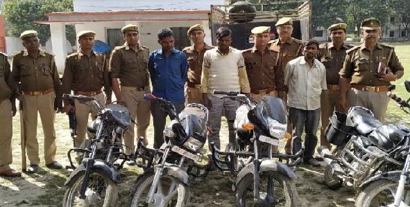 Chaar-bikeo-ke-sath-gang-ko-police-ne-dhar-dabocha