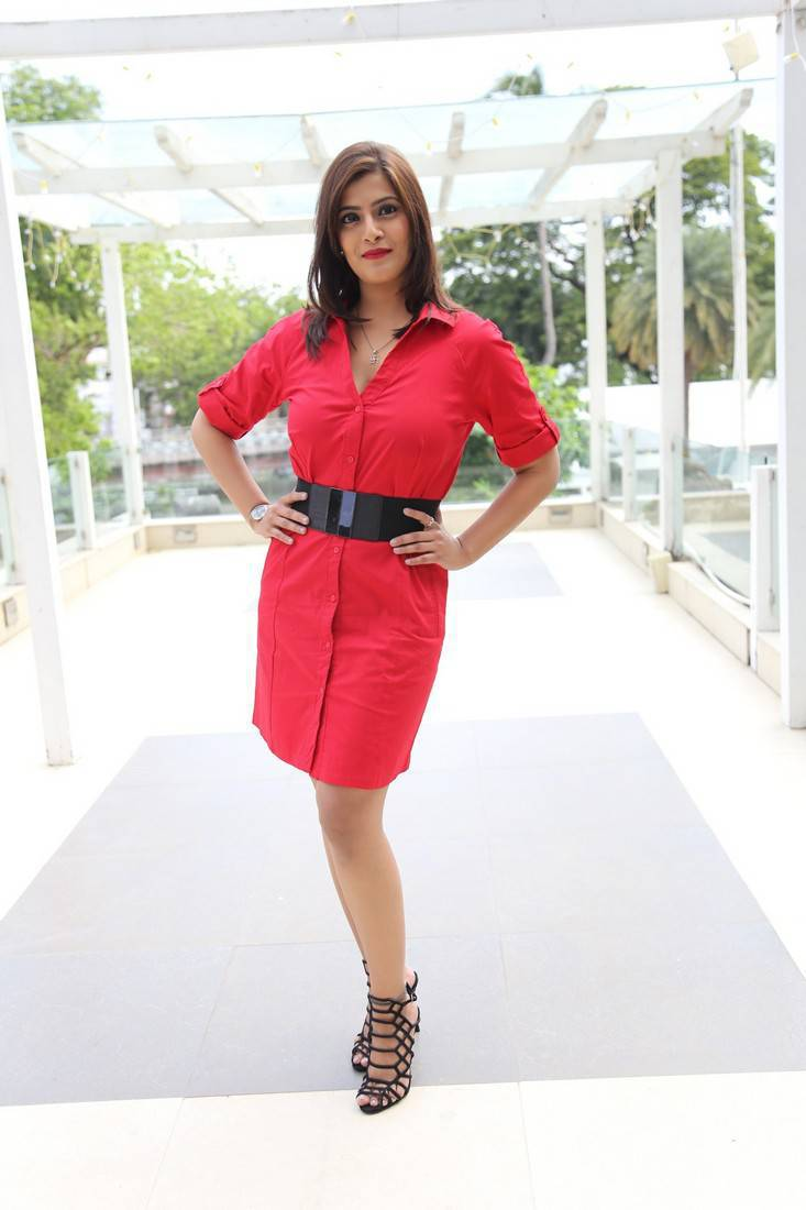 Beautiful Tamil Girl Varalaxmi Sarathkumar Long Legs Show In Red Mini Skirt