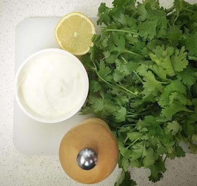 mise en place salsa de yogur