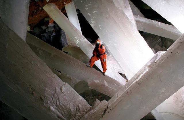 كهف الكريستال العملاق في الصحراء المكسيكية Crystal-cave+%2816%29%5B2%5D