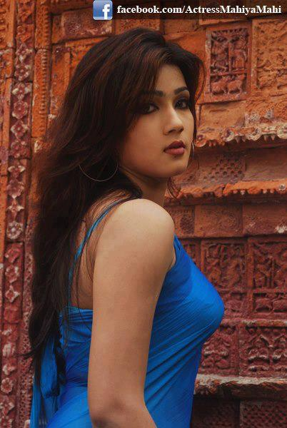 Gujrati Hot Aunties Showing Her Boobs - Bollywood Actress -6443
