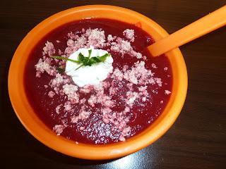 Supa crema de sfecla rosie cu piept de curcan