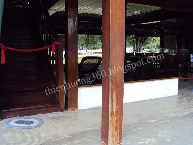 Nhà sàn Bác Hồ: Phòng làm việc vào mùa hè