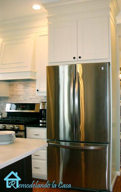 Building the Refrigerator Enclosure - Remodelando la Casa