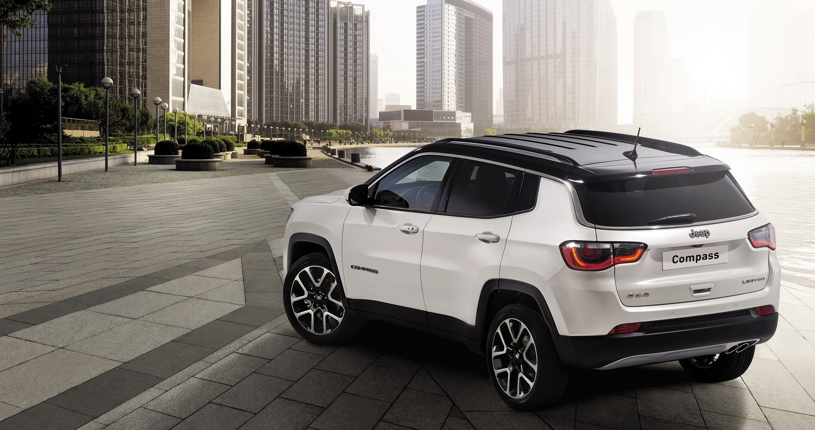 new jeep compass officially launched in europe 38 photos carscoops. Black Bedroom Furniture Sets. Home Design Ideas