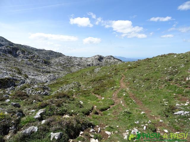 Ruta al Cantu Ceñal: Conexión de los caminos de Vega de Ario y Valle del Resecu