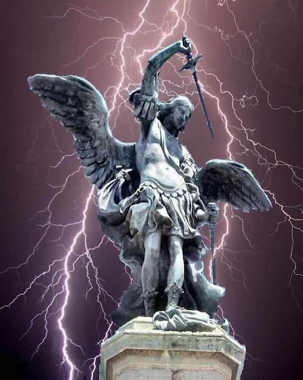 São Miguel Arcanjo, estátua no topo do Castel Sant'Angelo, Vaticano