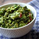 Avokado ir garstyčių sėklų salotos