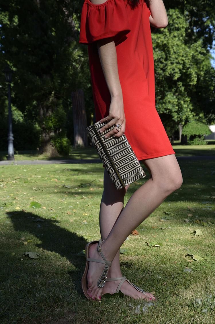 vestido-rojo-off-shoulders-tendencia-escote-hombros-descubiertos