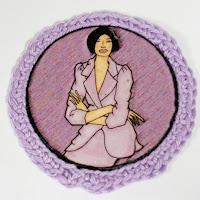 Broche ilustrado en lilas. VENDIDO