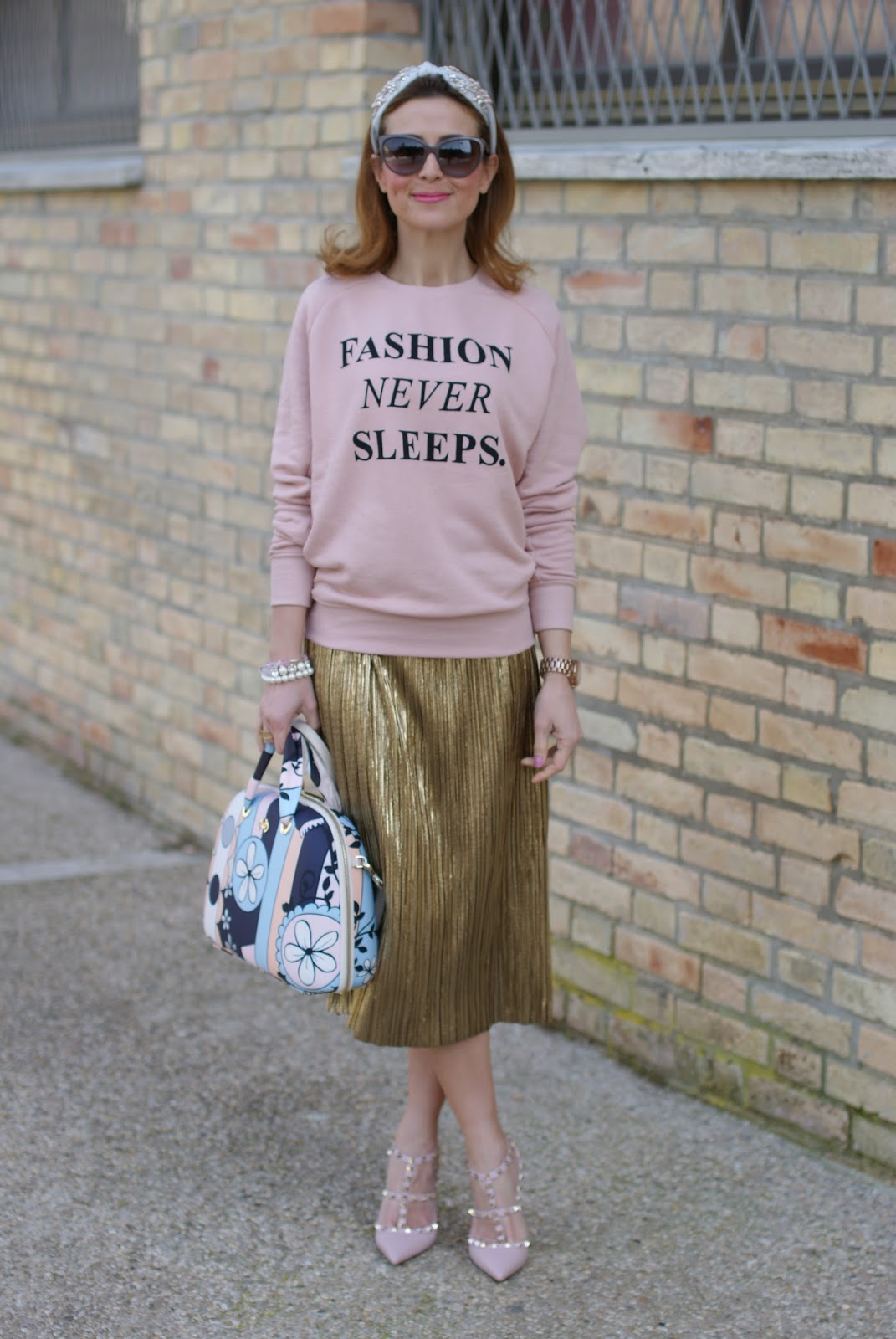 Salce 197 Movida Pattern bag, pink Valentino Rockstud heels and Zara gold pleated skirt on Fashion and Cookies fashion blog, fashion blogger style