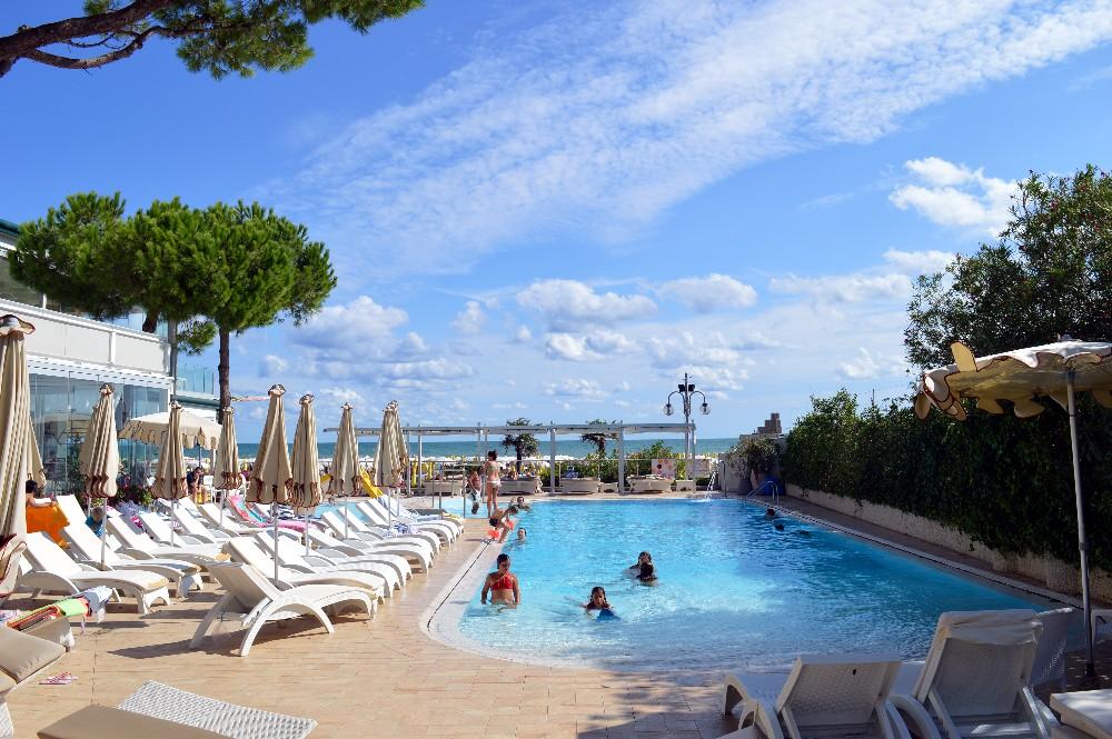 Hotel Nettuno Jesolo Lido  centro benessere e relax fronte mare  Montagna di Viaggi
