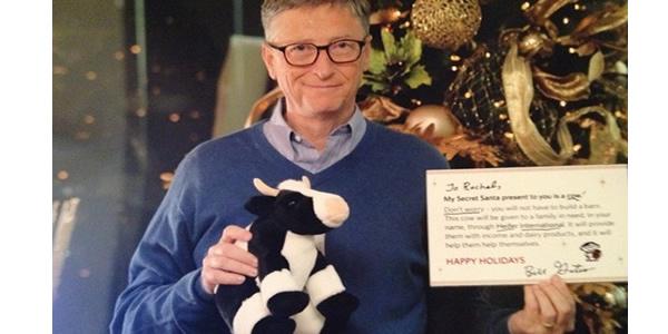 Mulher participa de amigo secreto online e ganha presentes de Bill Gates.