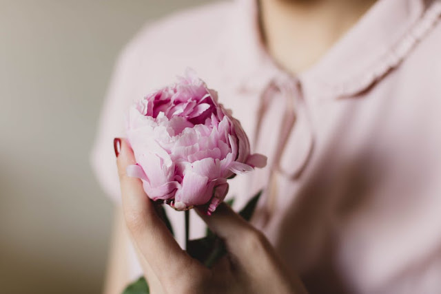 Why Presenting Flowers is Ultimate Secret to Happy Relationship? | City of Creative Dreams